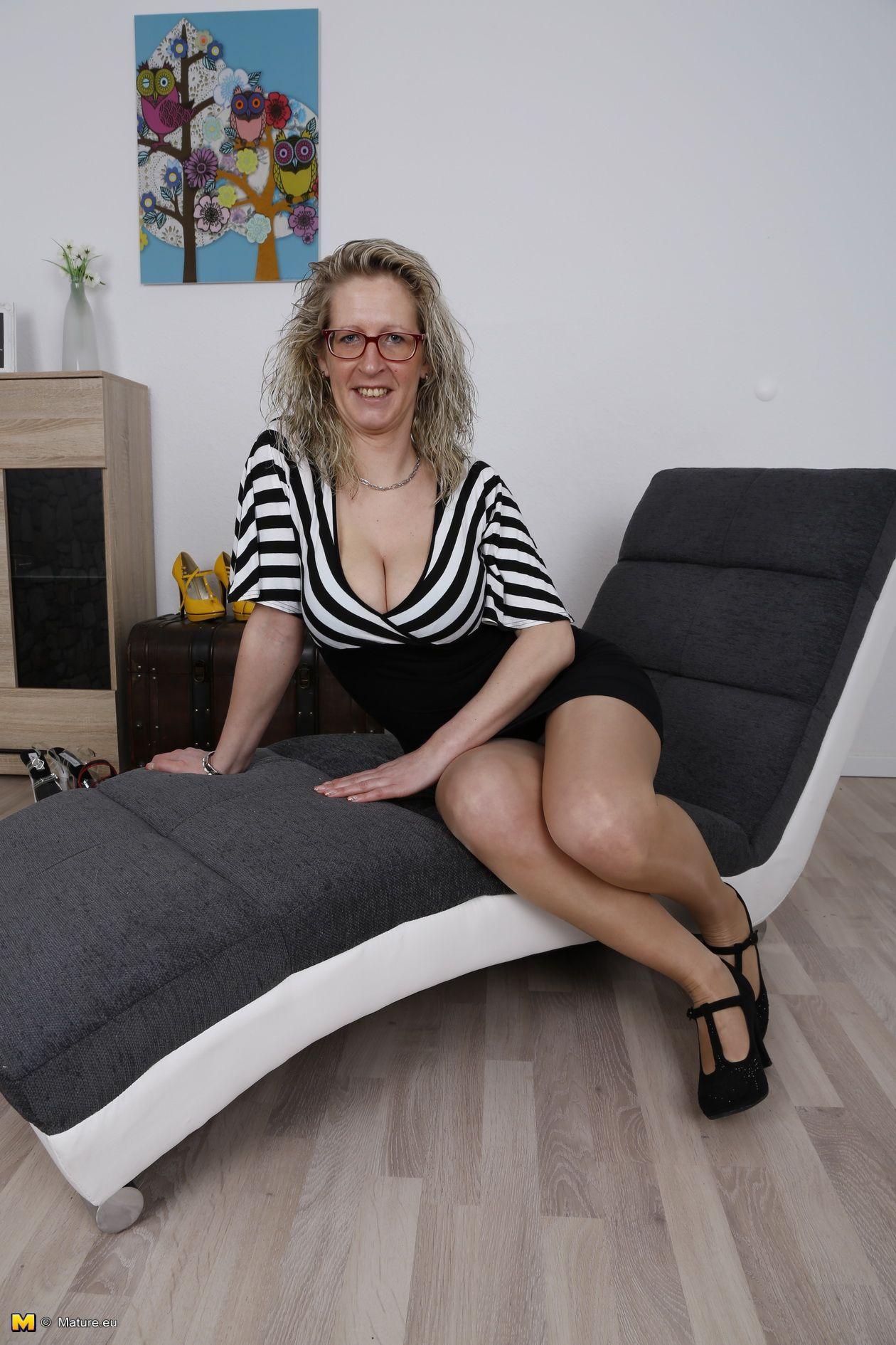 Horney mature strip parties porn clips
