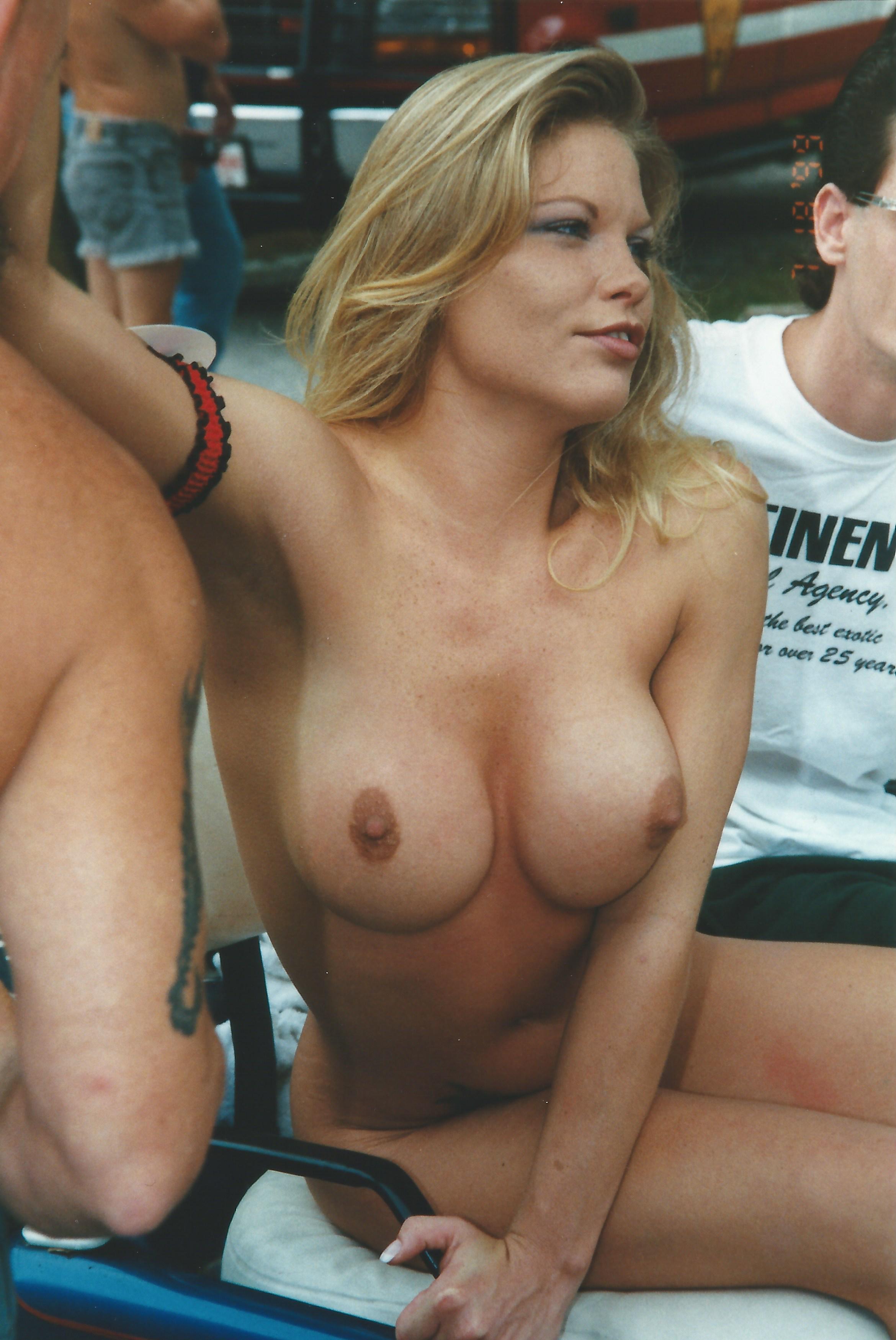 Milfy lesbi closeup orgies