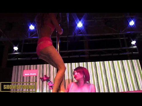 Brunette dances nude butt on stage what result?