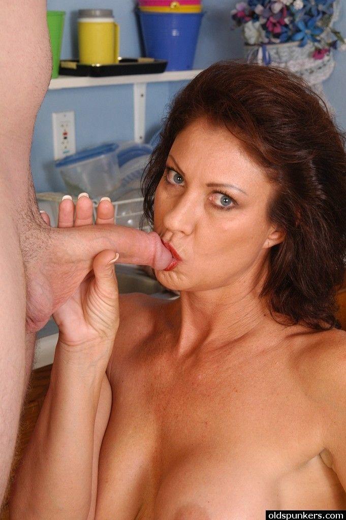 Cinnamon reccomend Clip cock sucking woman